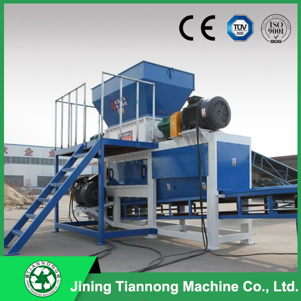 Double-shaft wood plastic shredder